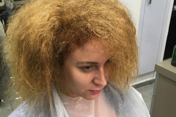 פתיחת תלתלים אצל אופק אהרוני - מעצב שיער מומחה לפרטים : 03-6990717